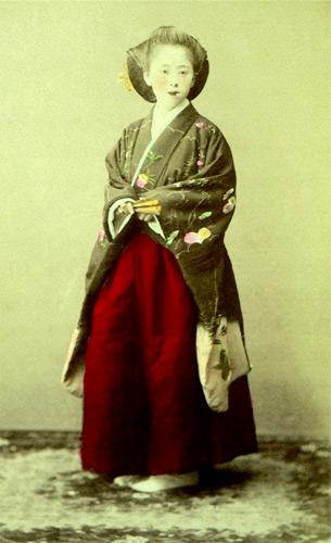 http://www.immortalgeisha.com/wiki/images/9/91/Kimono_hakama_03.jpg