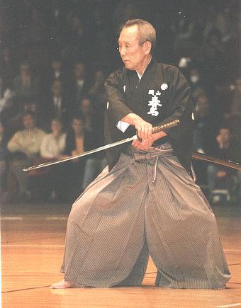 Fotografía de Wikipedia http://upload.wikimedia.org/wikipedia/commons/a/a6/Sensei_iaido.jpg